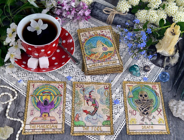Tarot &#038; Tea Party with Karolina<br>Discover your inner psychic