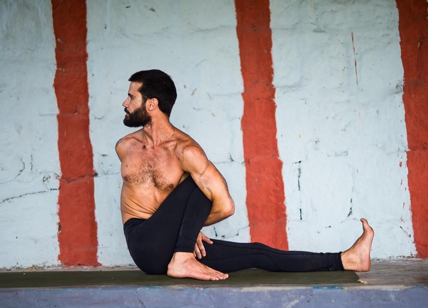 Bandhas, Breath & Transitions in Vinyasa yoga – with Gabriel Stinga Rihani